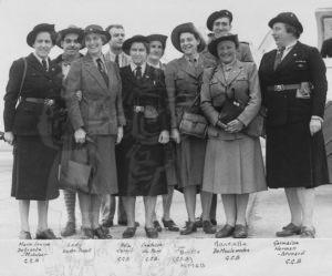 Photo de groupe de 1949. Ada Cornil est la 5ème à partir de la gauche, à côté de Lady BP.